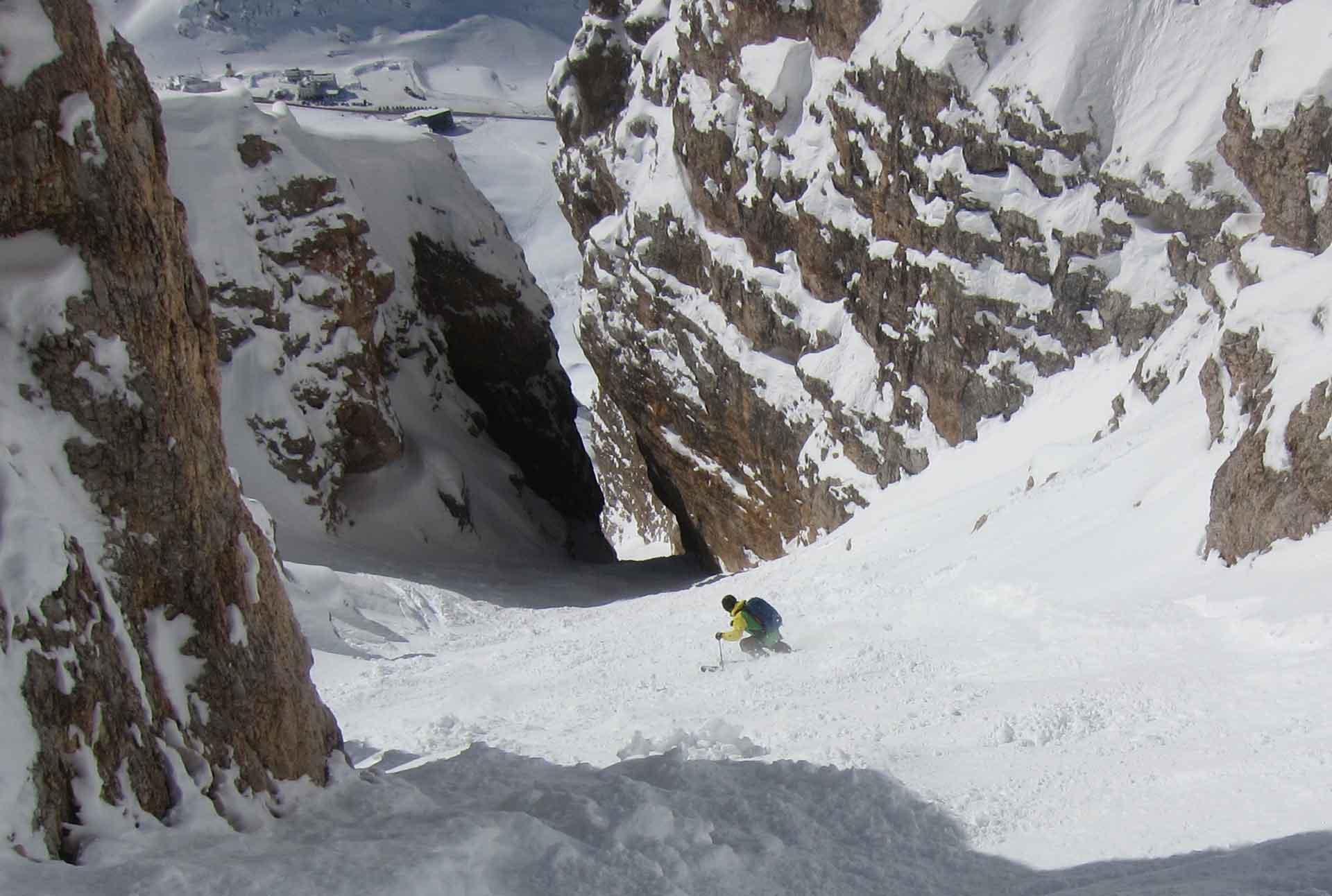 steep-skiing-sella-joel-couloir